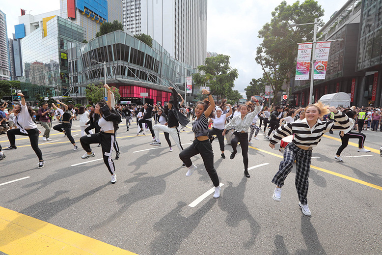 Great Singapore Sale TAFF Fashion Scramble opens with a flash mob performing at the middle of the intersection