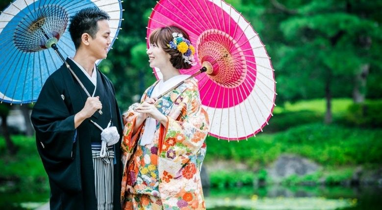 Gifu wagasa used in a traditional Japanese wedding shoot.