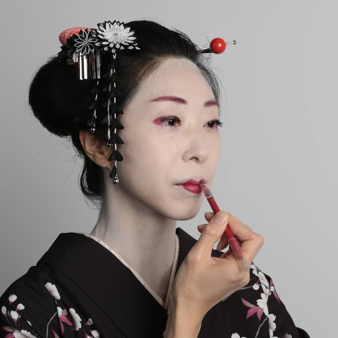 Geisha-Inspired Makeup By Clozetters